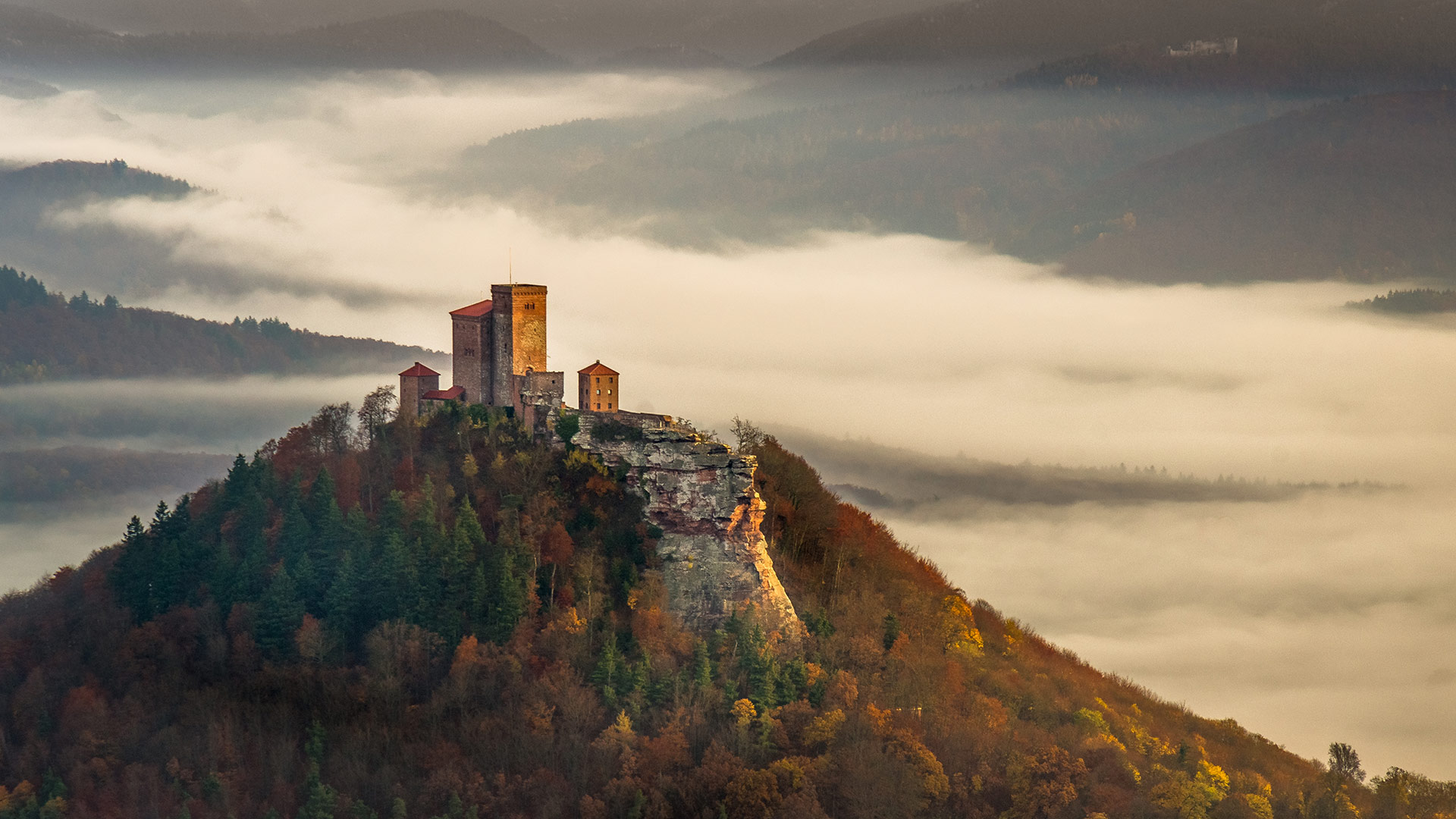 Trifels Castle in the Palatinate Forest, Rhineland-Palatinate, Germany (© Björn Lauer/Getty Images)