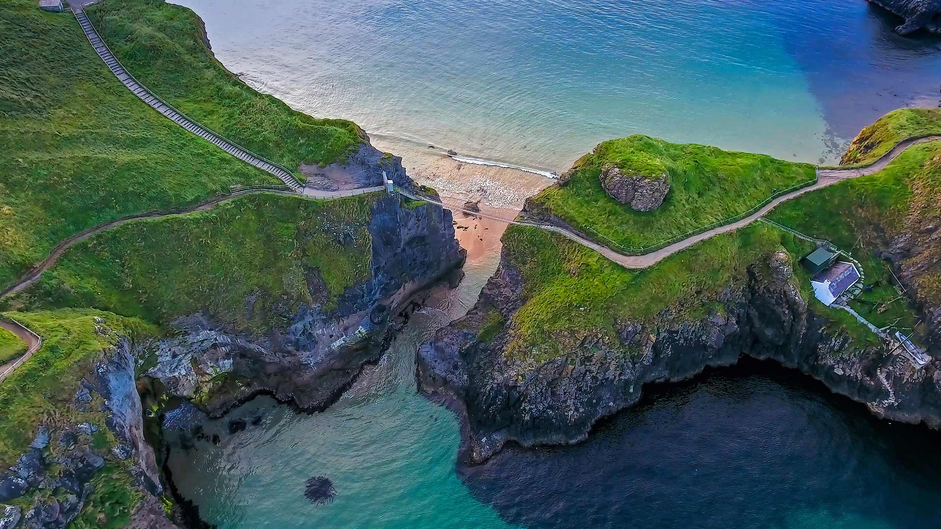 Carrick-a-Rede rope bridge connecting two cliffs near Ballintoy, County Antrim, Northern Ireland (© NordicMoonlight/iStock/Getty Images Plus)