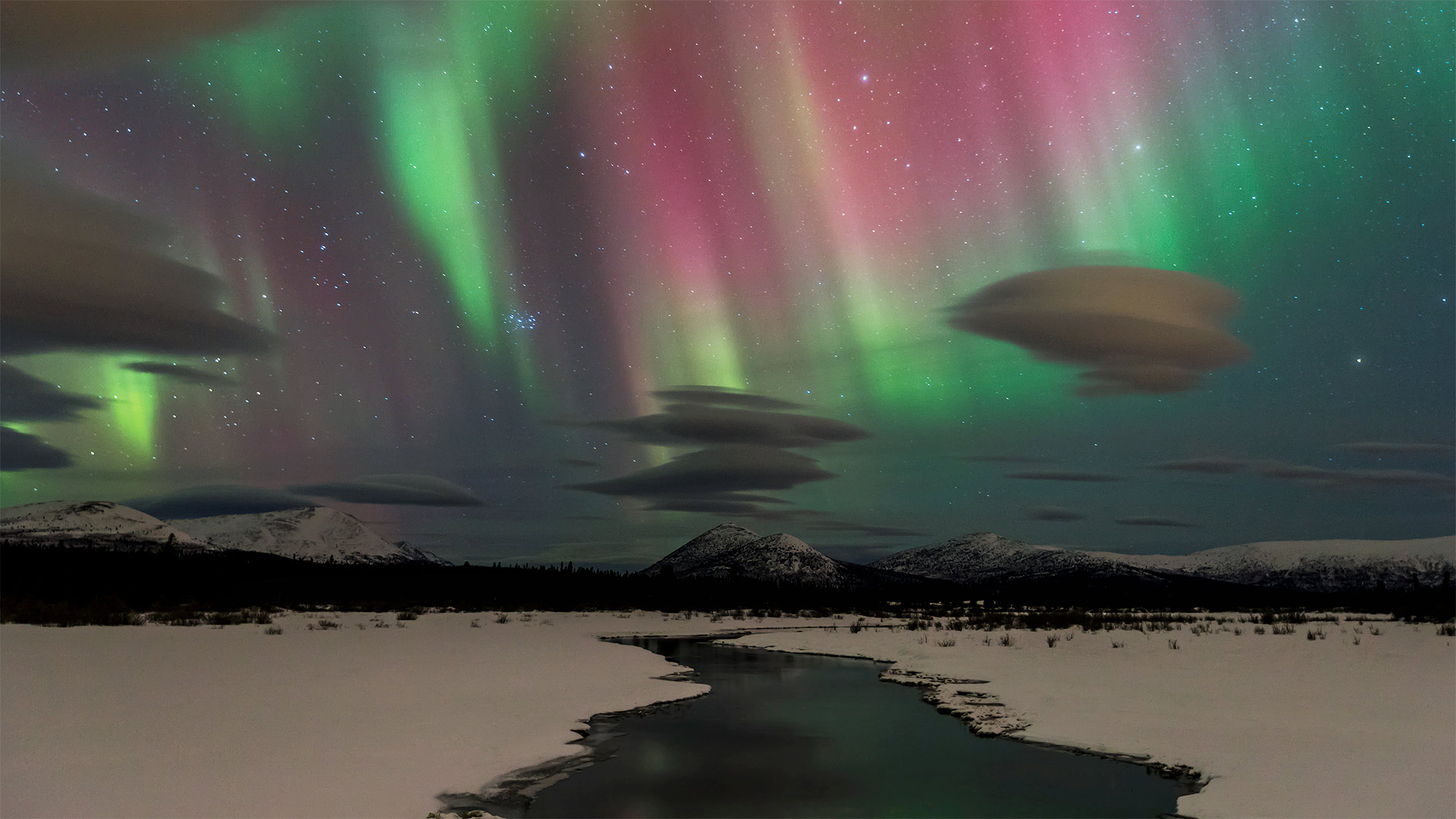 Northern lights near Whitehorse in Yukon, Canada (© Design Pics/Danita Delimont)